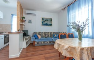 Apartment In Raslina