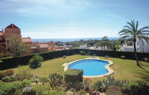 Apartment In Marbella-las Chapas thumbnail 3