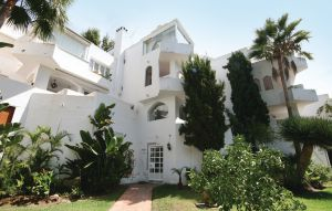 Apartment In Marbella-las Chapas thumbnail 1