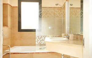 Apartment In Calahonda, Mijas Costa thumbnail 3
