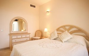 Apartment In Calahonda, Mijas Costa thumbnail 6