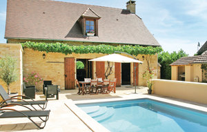 House In St Amand De Coly thumbnail 1