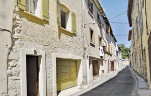 House In Beaucaire thumbnail 1