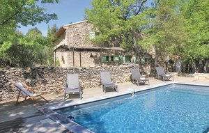 House In Lacoste thumbnail 2