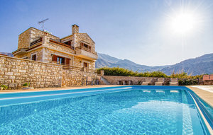 House In Chania thumbnail 7